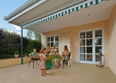 Terrasse mit Familie
