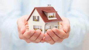 Haus gehalten in Hände