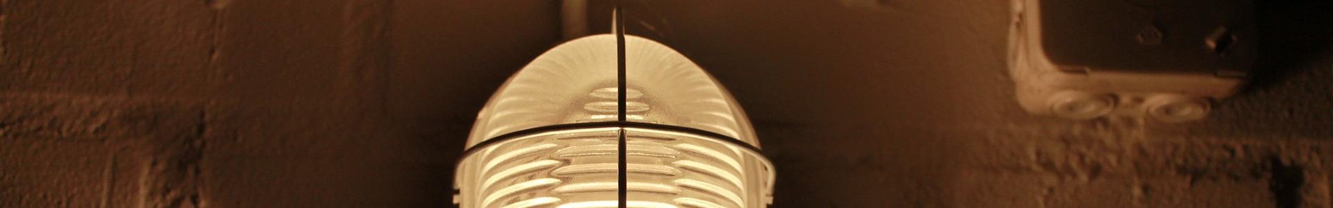 Lampe im Keller