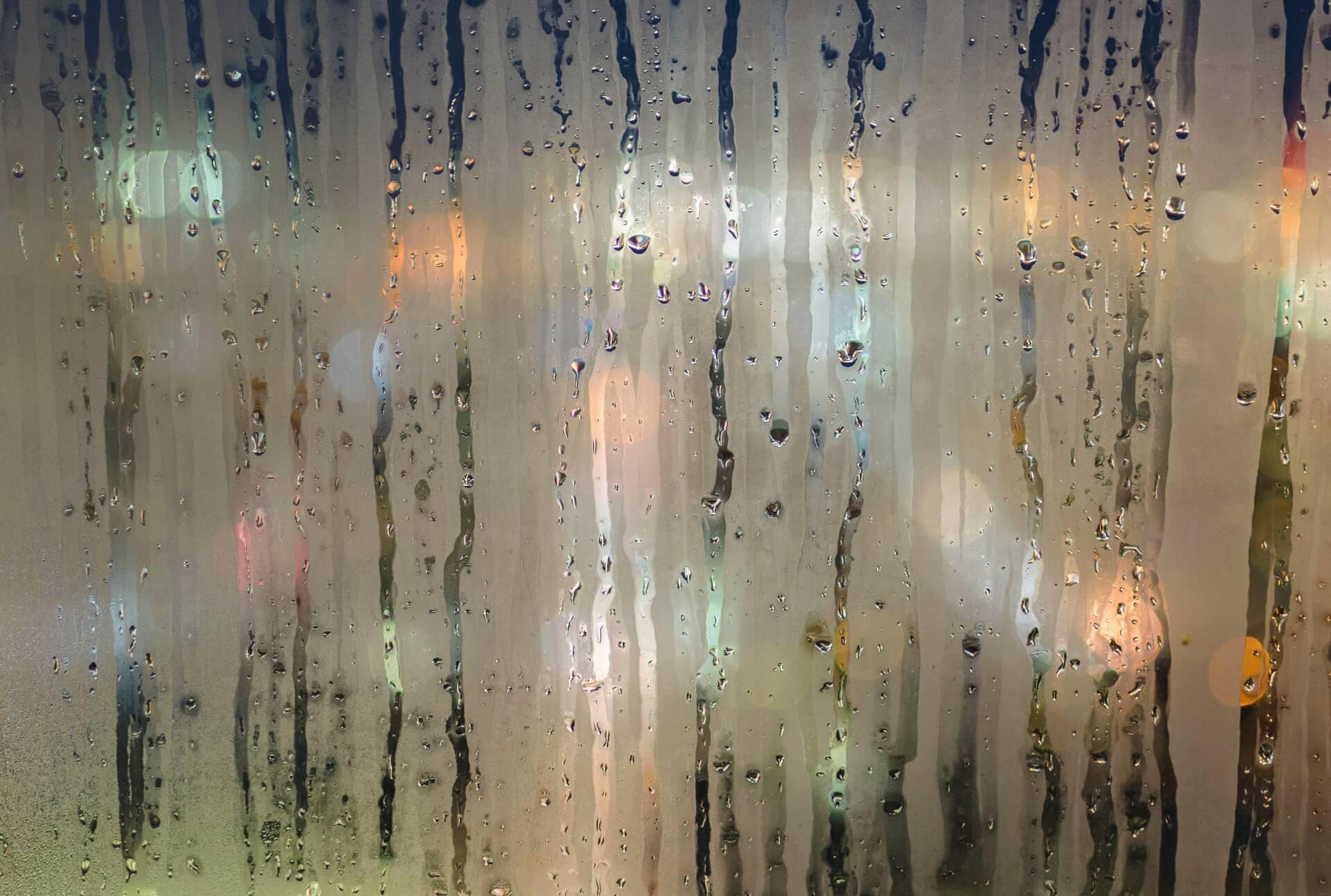 Regen an Fensterscheibe